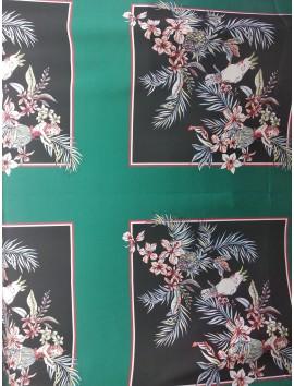Satén floral sobre fondo negro , estampado en paneles