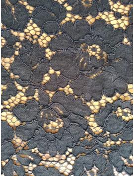 Encaje negro de flores