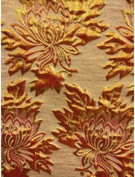 Brocado flores doradas y rojas