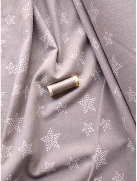 Franela gris con estrellas blancas