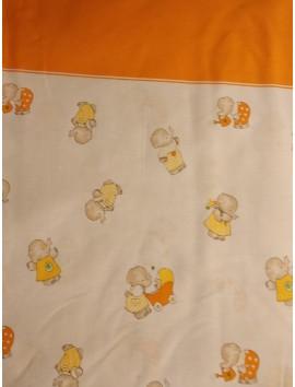 Tela sábana con elefantes pequeños