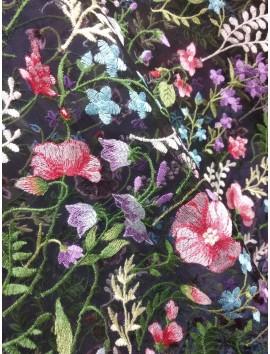 Tul Negro  Bordado con flores y ramas