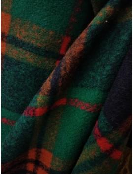 Cuadros azules y verdes, rayas rojas