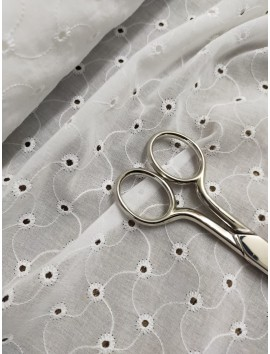 Batista blanca de algodón perforada bordada B7