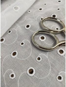 Batista blanca de algodón perforada bordada B9
