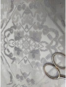 Brocado plata y blanco
