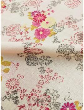 Tela de crepe (crespón) flores rosas y topitos blancos