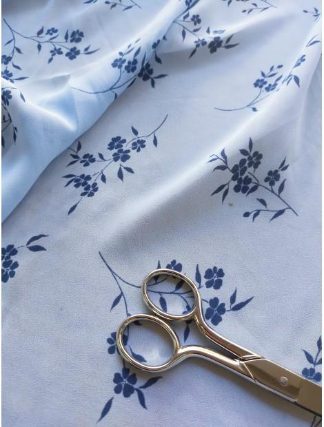 Batista flores azules y fondo azul