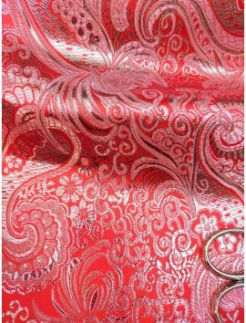 Brocado rojo y plata