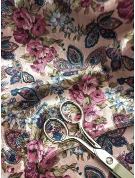 Terciopelo flores rosas y azules fondo rosa